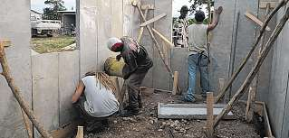 Das erste Haus steht zu Weihnachten: Haiti
